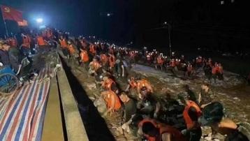 Trung Quốc: Mưa lũ gây vỡ đê ở Hà Nam, thành phố Tân Hương nguy cấp