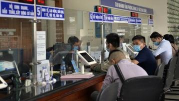 TP Hồ Chí Minh: Cán bộ, công chức phải đeo thẻ khi đi làm, về nhà trước 18h