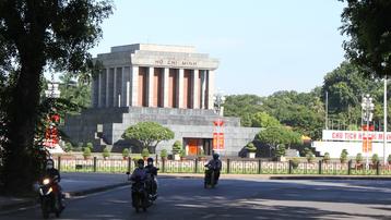 Hà Nội rực rỡ nắng thu trong ngày kỷ niệm Cách mạng Tháng Tám thành công
