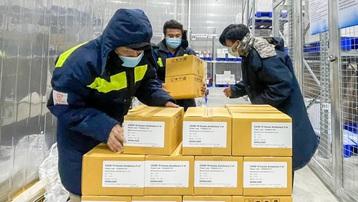 Bàn giao hơn 1,2 triệu liều vaccine AstraZeneca cho Bộ Y tế