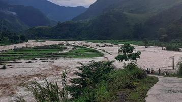Sơn La: Mưa kéo dài khiến hơn 500 hộ dân ở huyện Mường La phải sơ tán tạm thời