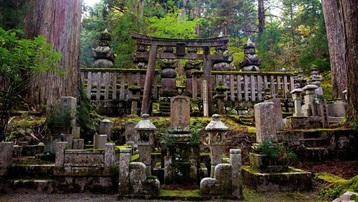 Ngọn núi thiêng có 117 ngôi đền ở Nhật Bản