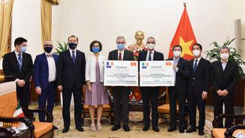 Việt Nam nhận 1,5 triệu liều vaccine Covid-19 do Pháp và Italy trao tặng