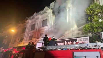 Hà Nội: Cháy lớn tại khu biệt thự Ninh Hiệp