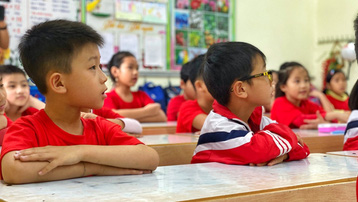 Sau 3 tuần đầu năm học mới, nhiều tỉnh cho học sinh tạm dừng đến trường