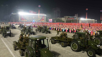 Triều Tiên duyệt binh lúc nửa đêm, trình làng vũ khí mới