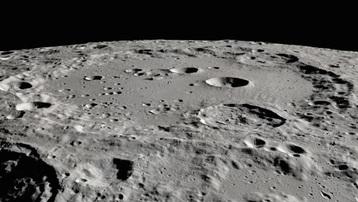 NASA phát hiện nước trên bề mặt Mặt Trăng