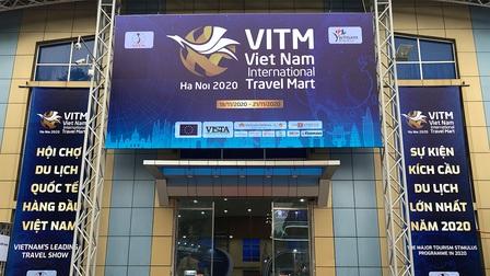 """""""Đặc kín"""" những gian hàng săn tour, vé du lịch tại VITM 2020"""