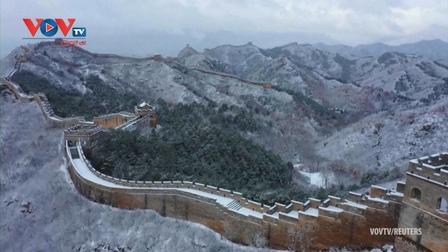 Tuyết rơi phủ kín Vạn Lý trường thành tạo nên cảnh đẹp như trong mộng