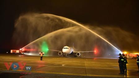 Tàu bay Vietravel Airlines lần đầu hạ cánh tại Cảng hàng không quốc tế Phú Bài