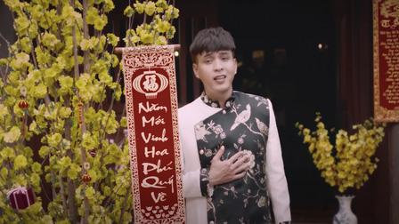 Hồ Quang Hiếu hứng khởi chờ MV Tết của mình lên sóng nhưng ai ngờ ekip đã đăng từ 12 giờ đêm hôm trước
