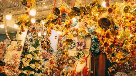 Không khí Giáng sinh tràn ngập trên phố Hàng Mã