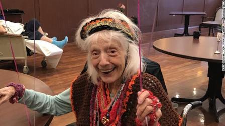 """Cụ bà 102 tuổi bị """"tử thần"""" Covid-19 bỏ quên đến 2 lần"""