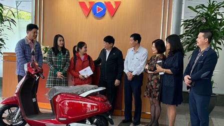Đài Tiếng nói Việt Nam trao tặng xe máy điện Vinfast cho sinh viên miền Trung