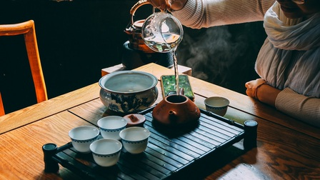 Thưởng trà giữa dịu dàng nắng mùa đông