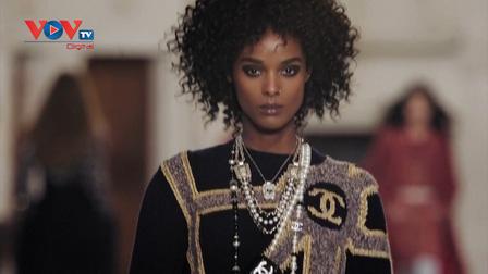 Chanel trình diễn thời trang trong Lâu đài của các Quý bà