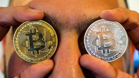 Bitcoin sập giá, nhà đầu tư non trẻ nếm thất bại đầu 2021