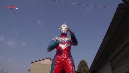 Mô hình Ultraman khổng lồ làm từ 1.000 chiếc lốp xe cũ