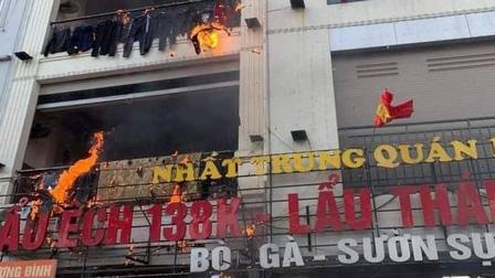 Nhà hàng Nhất Trung bốc cháy ngùn ngụt, khách bỏ chạy toán loạn