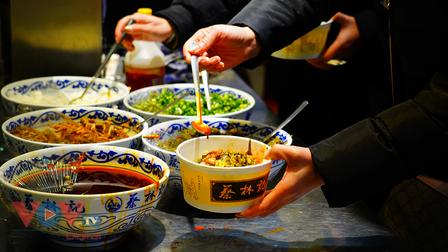 Người Vũ Hán, mỳ trộn nóng & Covid-19