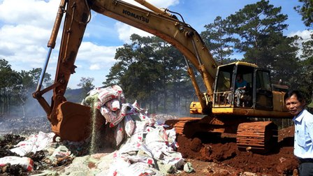 Lâm Đồng tiêu hủy gần 25 tấn phân bón không rõ nguồn gốc