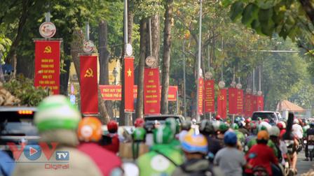 Đường phố TPHCM lung linh rực rỡ cờ hoa chào mừng Đại hội Đảng toàn quốc lần thứ 13