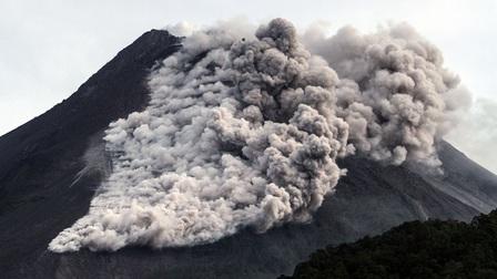 Núi lửa Merapi ở Indonesia phun trào, người dân sơ tán khẩn cấp