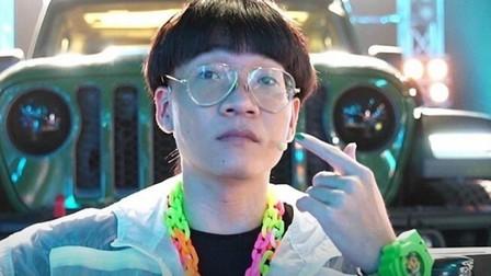 Rap Việt mùa 2 chưa 'khai hỏa', Wowy đã gây hài với mái tóc 'úp tô'