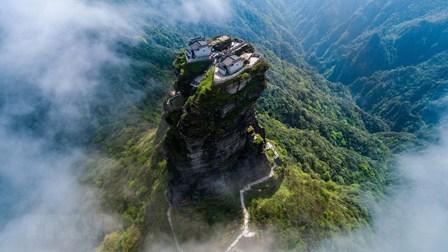 Choáng ngợp trước đỉnh núi cao 2.500m ở Trung Quốc