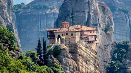 Vùng núi thiêng 1.000 năm không có bóng phụ nữ, trẻ em và động vật giống cái