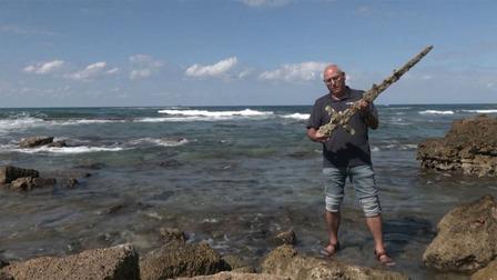 Phát hiện thanh kiếm thập tự chinh quý hiếm dưới đáy biển Med