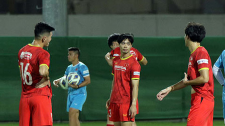 Báo Trung Quốc: 'HLV Park Hang Seo tung hoả mù để lừa Li Tie'
