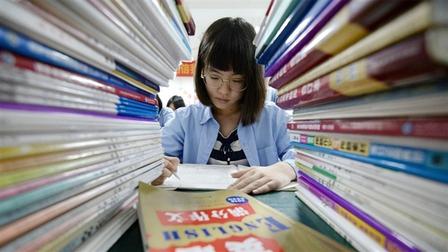Bố mẹ Trung Quốc dấn thân vào chợ đen gia sư
