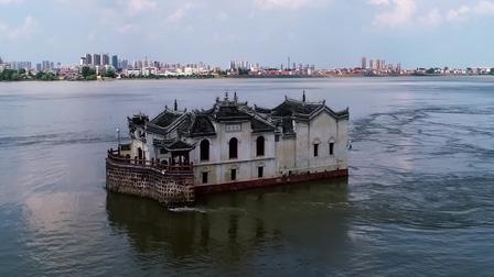 Ngôi chùa 700 tuổi nổi giữa sông