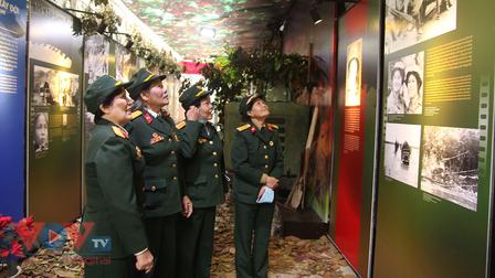 """Đội nữ lái xe Trường Sơn sống lại """"thời sôi nổi"""" tại Di tích Nhà tù Hoả Lò"""