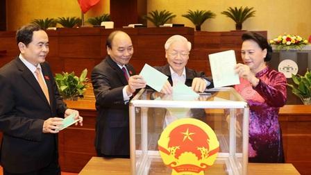 Đồng chí Vương Đình Huệ được Quốc hộibầugiữ chức Chủ tịch Quốc hội với số phiếu rất cao