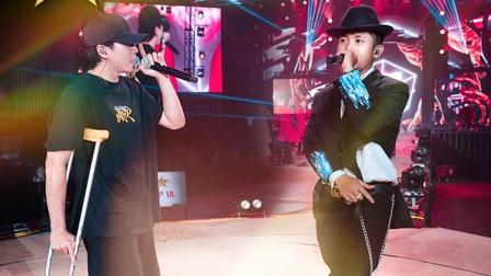 Karik chống nạng lên tổng duyệt sân khấu đêm nhạc Rap Việt