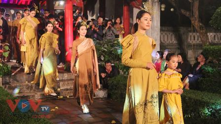 'Áo dài của chúng ta' - Để tà áo dài vượt ra khỏi biên giới Việt Nam