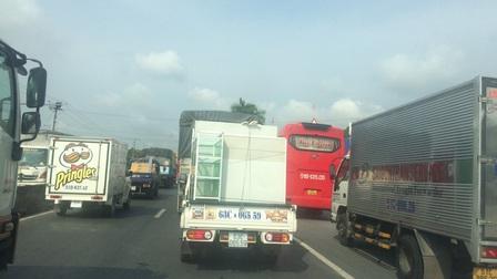 Sửa cầu trên quốc lộ 1 gây kẹt xe nghiêm trọng ở Tiền Giang