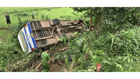 Quảng Ninh: Va chạm giao thông làm 39 người trên xe ô tô lao xuống ruộng, 1 người tử vong