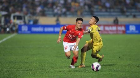 Nam Định 3-2 TP.HCM: Lee Nguyễn nhận thẻ đỏ