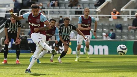 Newcastle 3-2 West Ham: Chết ở hàng thủ