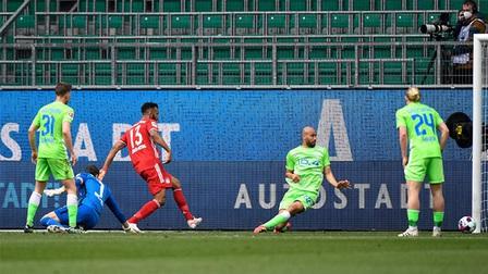 Wolfsburg 2-3 Bayern: Thần đồng Musiala tỏa sáng