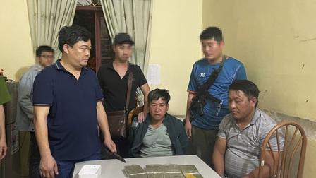 Bắt giữ 2 đối tượng vận chuyển 8 bánh heroin ở Sơn La