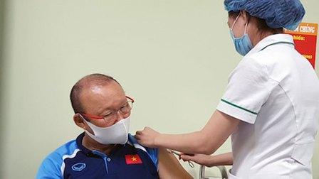 ĐT Việt Nam được tiêm vaccine phòng Covid-19