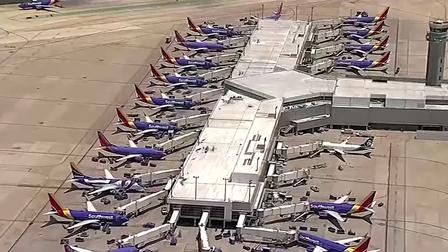 Một hãng hàng không phải dừng 500 chuyến bay do sự cố máy tính