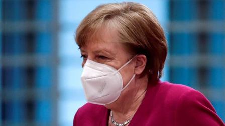 Thủ tướng Đức Merkel tiêm hai loại vaccine khác nhau