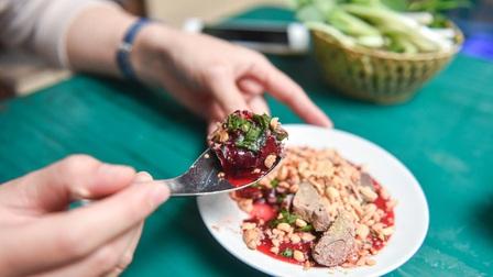 Những món ăn kinh dị nhất Việt Nam khiến khách Tây 'khóc thét'
