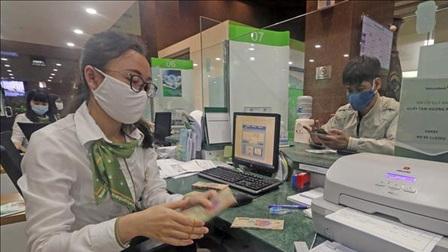 Nhiều ngân hàng đồng loạt công bố giảm lãi suất cho vay