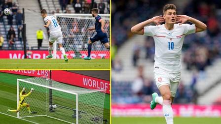 Cú sút từ giữa sân của Patrik Schick là bàn thắng đẹp nhất EURO 2021